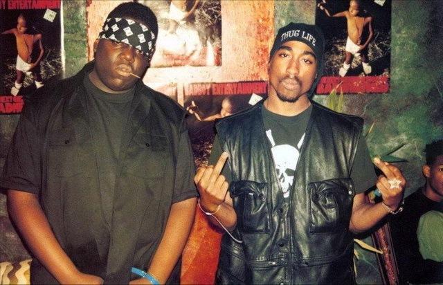 Notorious BIG e Tupac Shakur. Apesar da violenta rivalidade que levou à morte ambos os rappers, no passado, Tupac e Notorious haviam sido amigos.