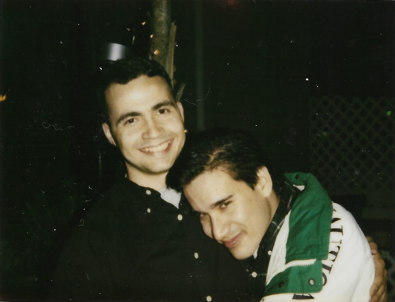 Andrew Cunanan em um amigo. Data: 1994.