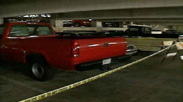 A camionete vermelha de William Reese estacionada em uma garagem de Miami. O veículo só seria descoberto meses depois de Cunanan chegar à cidade. Foto: Miami Police Department.