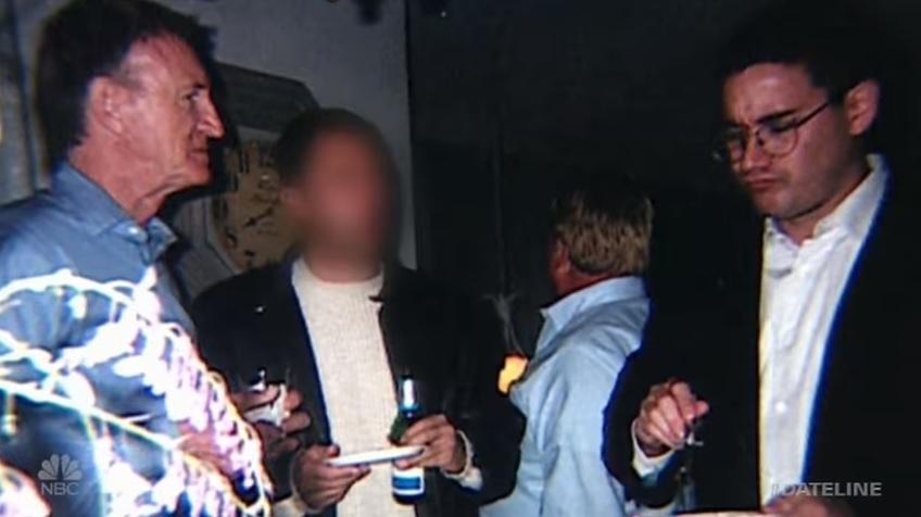 Nesta foto de 1994, Andrew Cunanan (à direita) aparece com um de seus suggar daddy's, Norman Blachford, à esquerda. Foto: Dateline.
