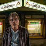 O Bar Luva Dourada: filme alemão mostra horrores de serial killer dos anos 1970