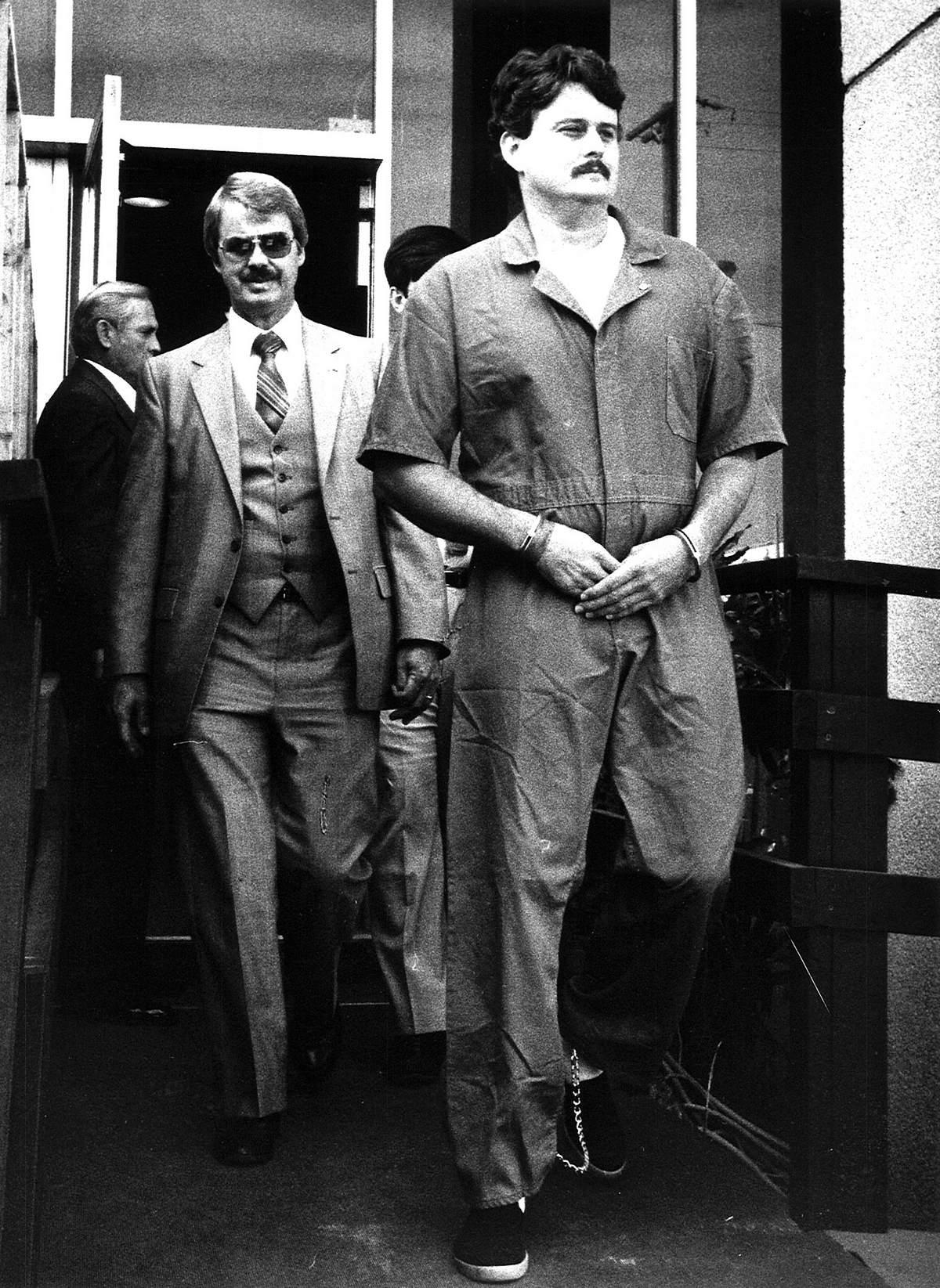 Bobby Joe Long logo após ser preso em novembro de 1984. Foto: Times.