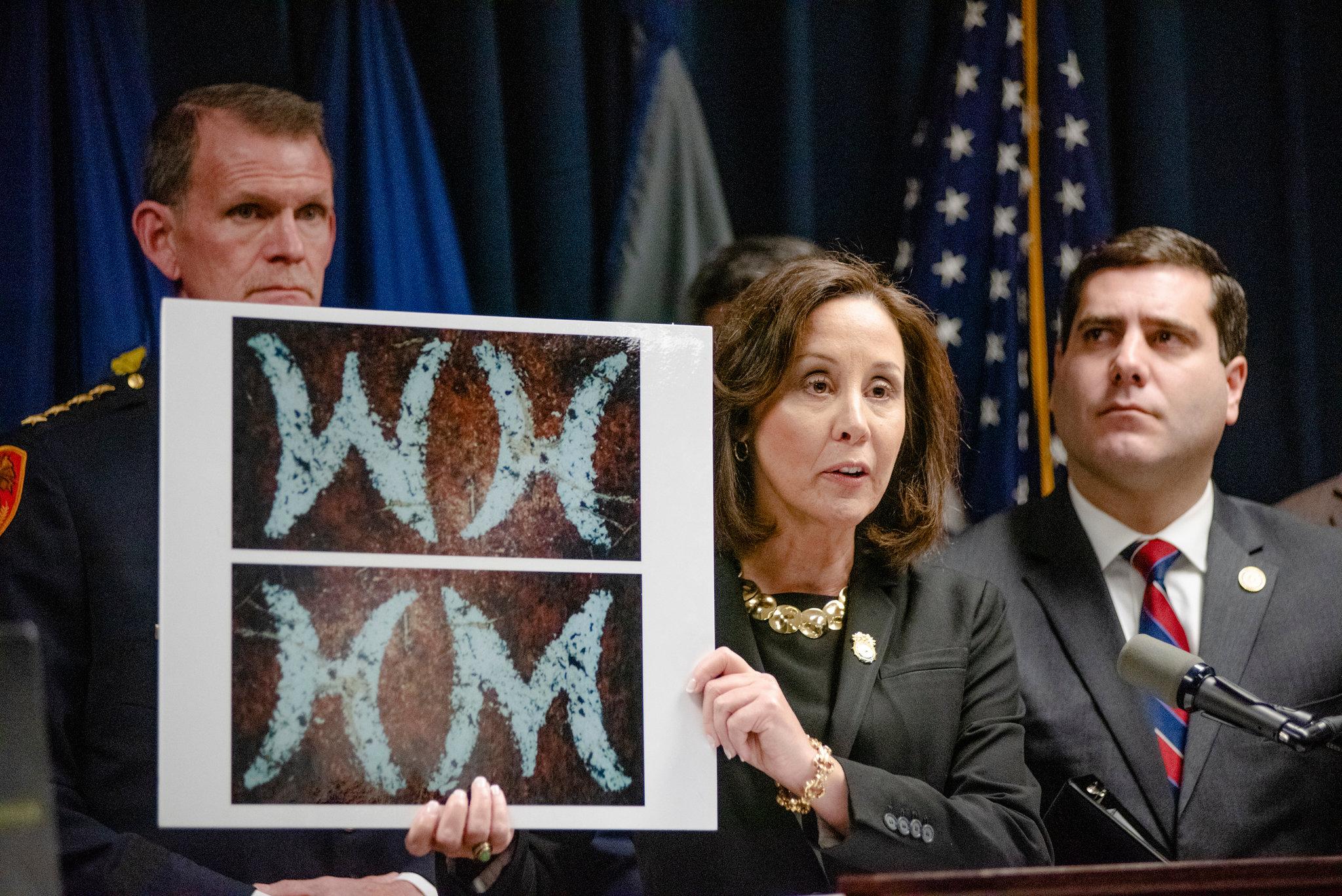 Em uma coletiva de imprensa no último dia 16 de janeiro, a polícia de Nova York divulgou uma prova encontrada no caso do misterioso serial killer de Long Island. Foto: NYPost.